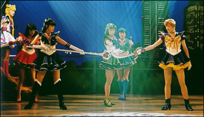 Cena do musical Mugen Gakuen